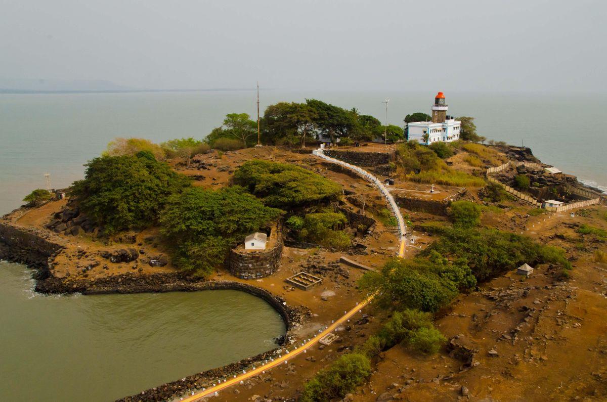 Khanderi Island Sea Fort and Lighthouse Tour