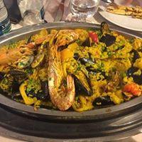 Cena dellamicizia Gran Paella nel dehor interno