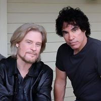 Hall and Oates &amp Train at the Spectrum Center