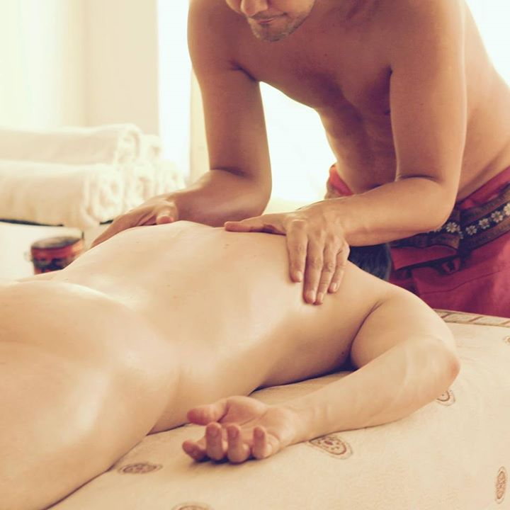 tantra massage behandling svart