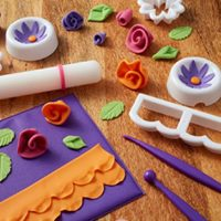 Making flowers with fondant