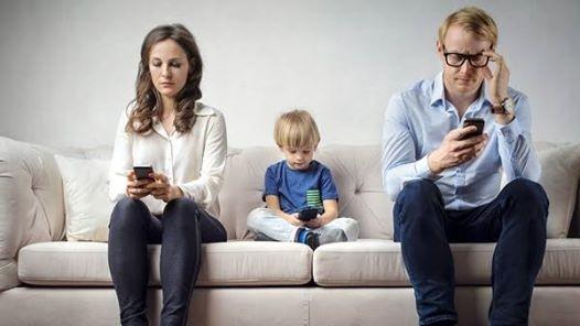 Resultado de imagen para padres en l era digital