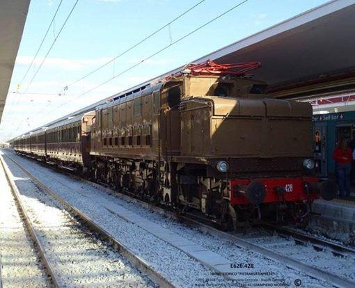 Viaggio teatrale in treno storico e visita guidata a Pompei
