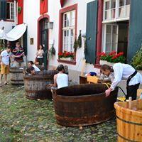 Zur Mittagszeit ins Badehaus - Baden im schnsten Musuemshof