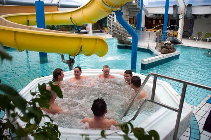 nyborg svømmehal åbningstider