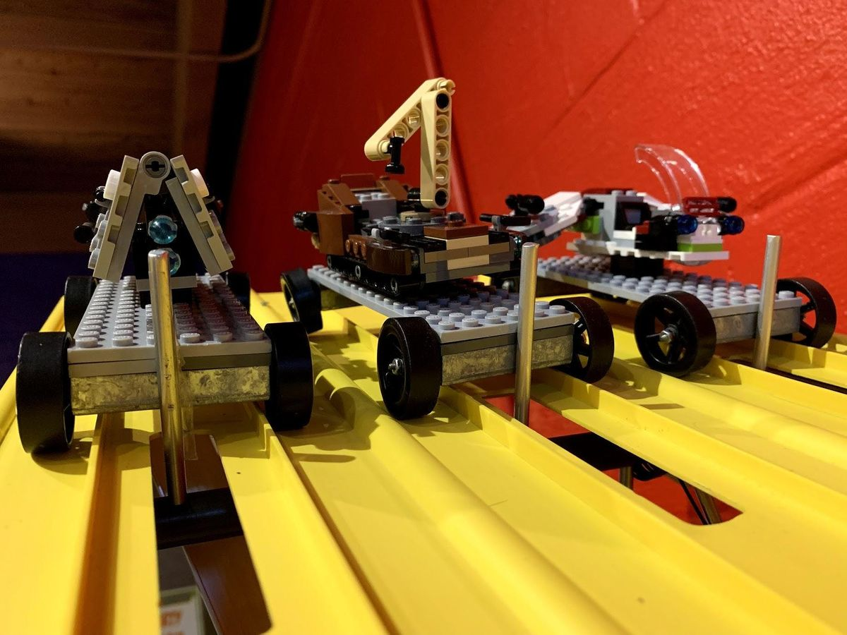 LEGO® Star Wars ship build and derby at Bricks & Minifigs
