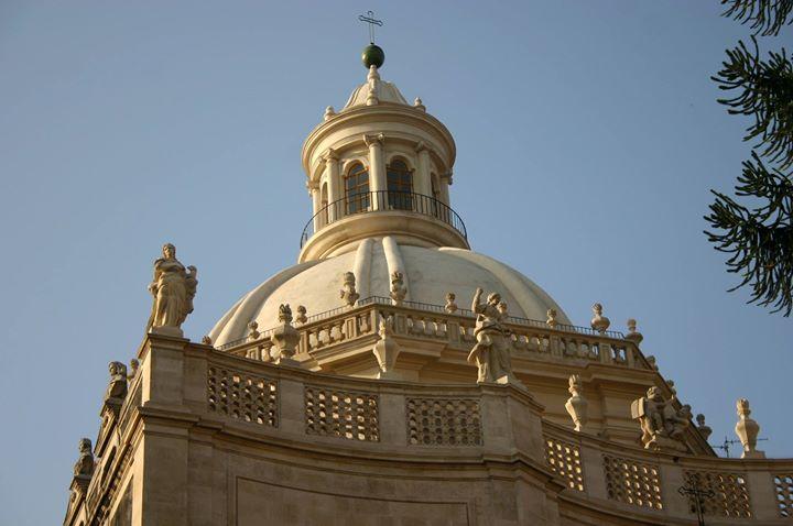 Su e gi per le scale Tra cupole e cripte