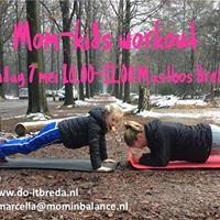 Mom- Kids workout door Do IT