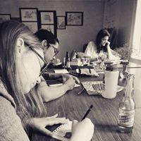 Art Hangout at non-profit Caf Cadeau