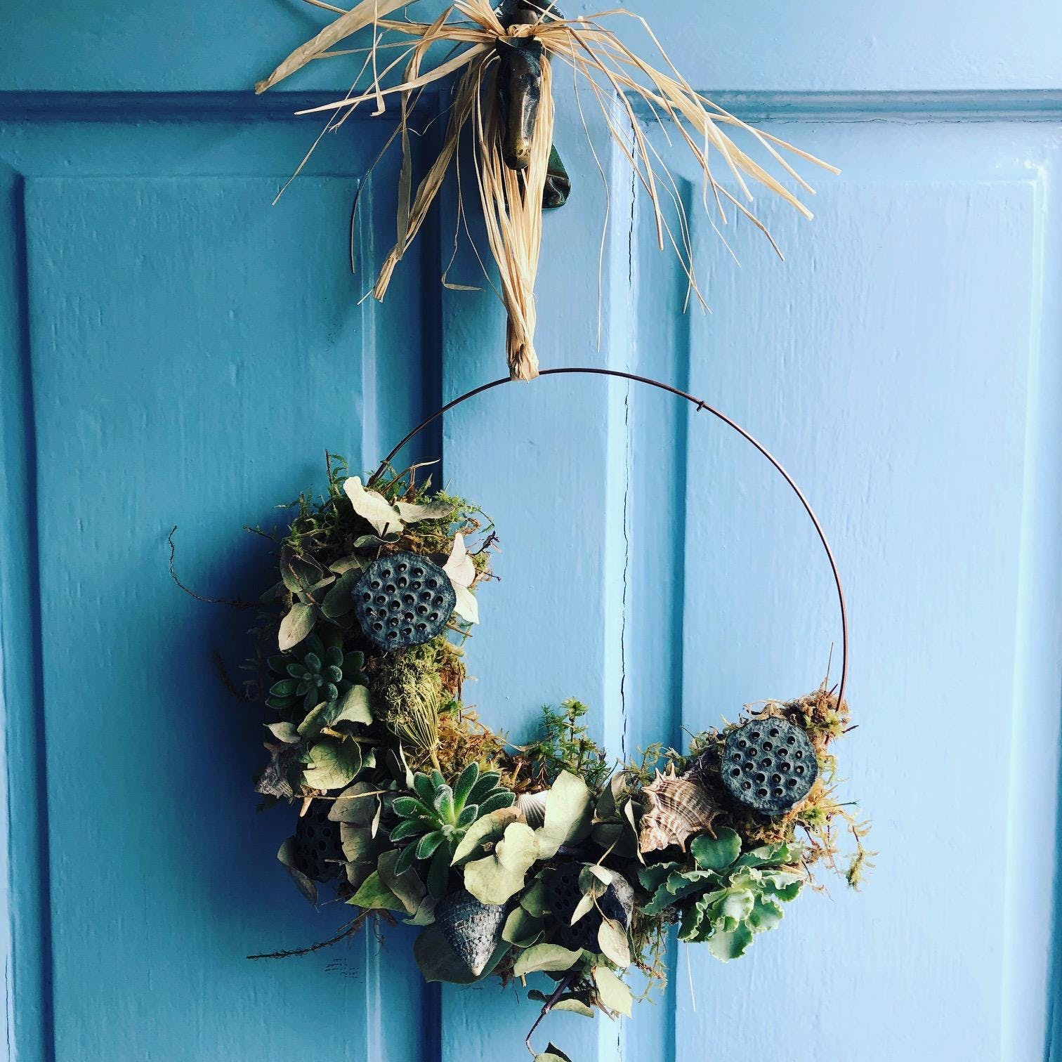 Year around Living wreath making with succulents