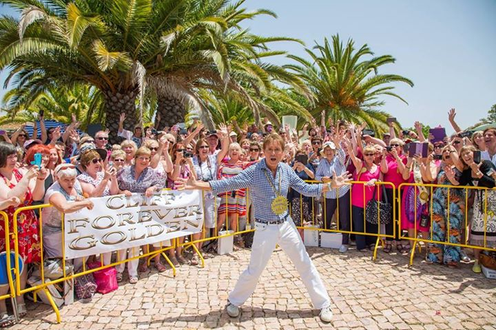 Singalong a Signing with Sir Cliff Richard 24th of May 2018