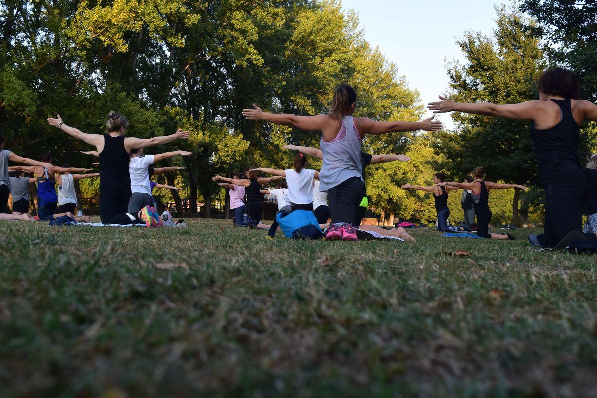 MOMS CLUB LOS FELIZ Presents FREE Yoga in Griffith Park