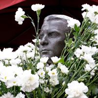Flores Blancas para Blas de Otero