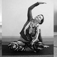 Morning core yoga class with Jana - 3 week block