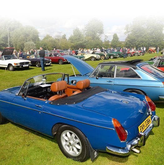 Weighton Wolds Rotary Classic Car Show At Langlands Garden - Classic car show york