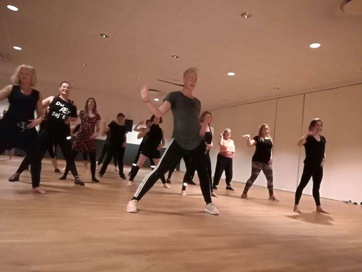 Burlesque  Groove med Frederik Nonnemann og Nomi