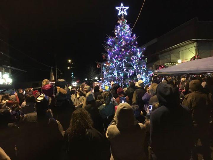oakland christmas tree lighting and singing around the tree - Singing Christmas Tree Lights