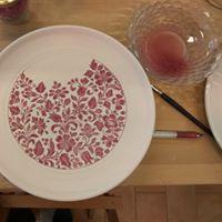 Poslikava keramike s podglazurnimi barvami v tehniki majolike