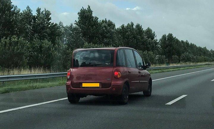 WK onnodig linksrijden in een Fiat Multipla