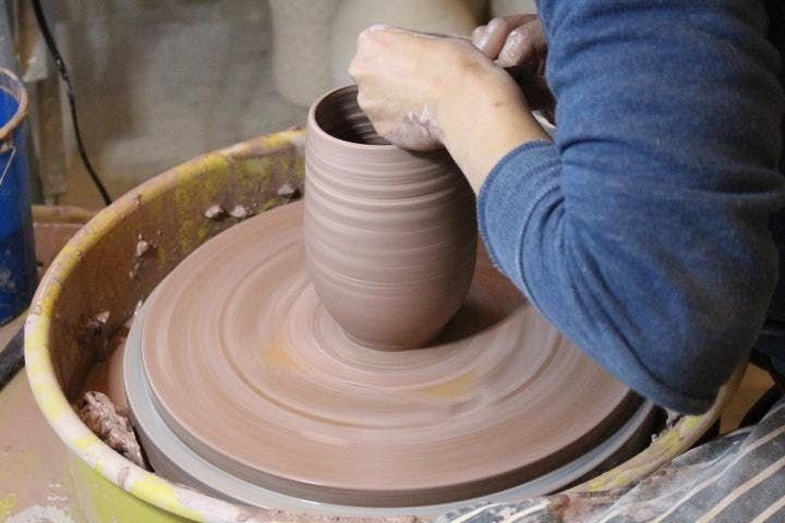 6-Week Pottery Wheel-Throwing  Basic Hand-Building Class