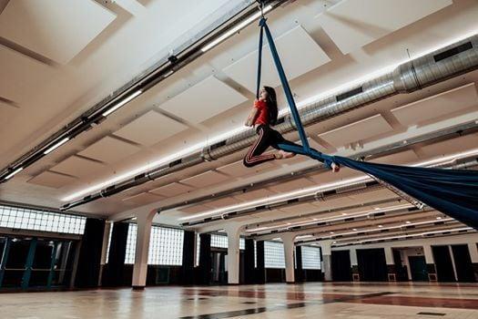 Aerial Teens Silk Schnuppern