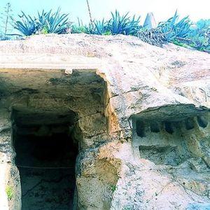 La Grotta della Vipera & la necropoli occidentale di Carales Romana.