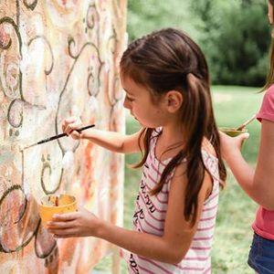 Poletni Art kamp Umetnost zori z UGM