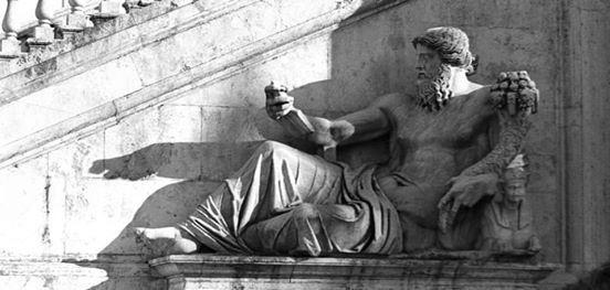Roma a Ferragosto La Roma Egizia di Notte
