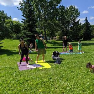 FAMILY YOGA IN THE PARK