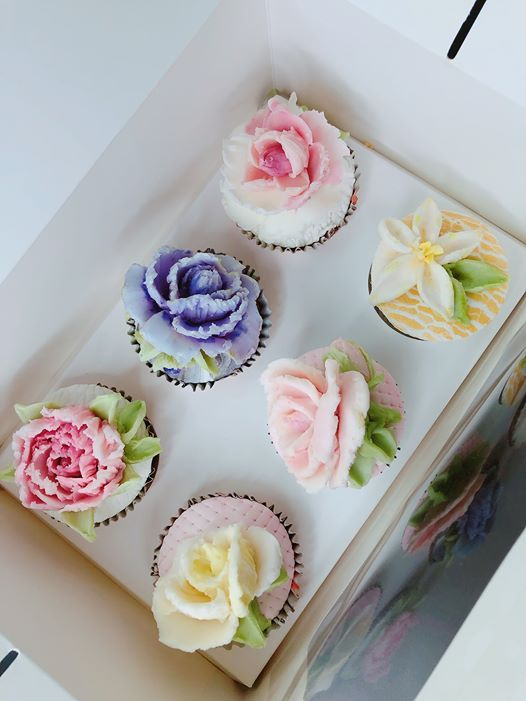Woolongong Sculptured Palette Knife Buttercream Cupcakes