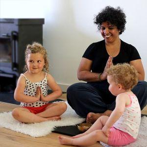 Lesserie DreumesPeuter yoga met ouder