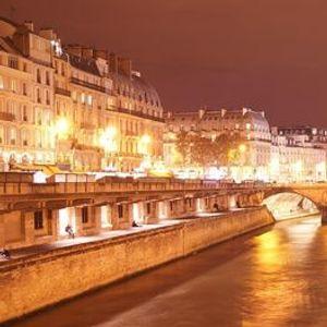 Virtual Guided Tour of Paris Down the River Seine