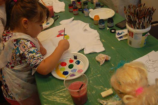 Atelier de pictat tricouri pentru copii