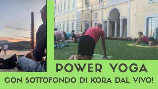 Yoga al tramonto con sottofondo di musica dal vivo