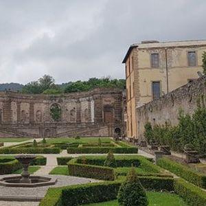 Villa Mondragone - Fascino Storico senza Tempo