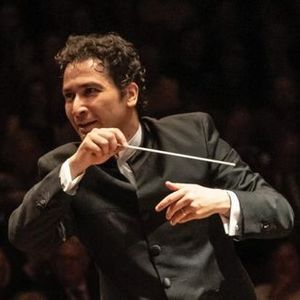 Andrs Conducts Mahler 9