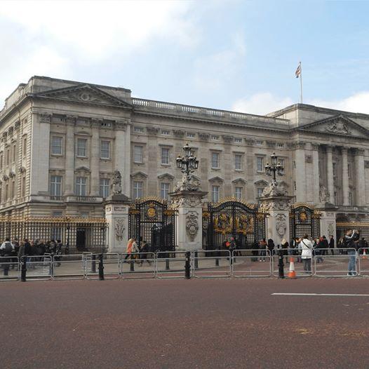 Spy Mission GPS Hunt in London - Buckingham Palace Area