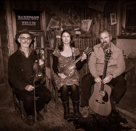 Barefoot Nellie play Friday night music at Brooke Str Pier