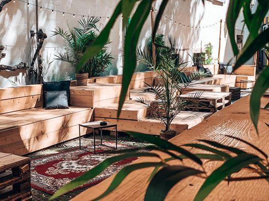 Sommerquartier  Secret Backyard Garden