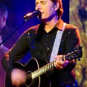 Gary Benjafield sings at The Rafa Club