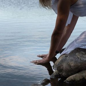 Restorative yoga med Yoga Nidra - online eller p plats