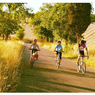 TOUR DELLA FOCACCIA (Sunset Bike Ride to the Lake with focaccia)