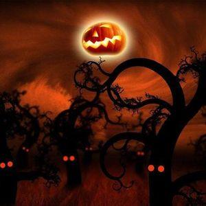 Caminhando em noite de Halloween - Monsanto