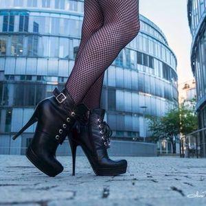 Sissy that Walk how to walk on heels...