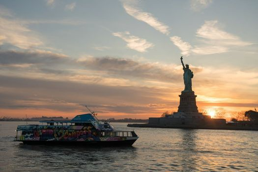 Sunset Yacht Booze Cruise, 6 August | Event in York | AllEvents.in