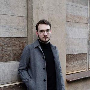 Digitale Lesung Lukas Rietzschel -  Mit der Faust in die Welt schlagen