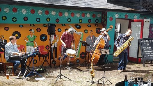 Julians Jazz Bubbles this week Imogen Ryall Simon Robinson Nigel Thomas & Julian Nicholas