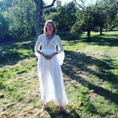 Elly Ariella: Women's healing rituals & blessings/ intuitive writing