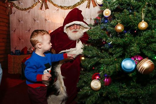 Kent Christmas.Visit Father Christmas At Leeds Castle Kent Maidstone